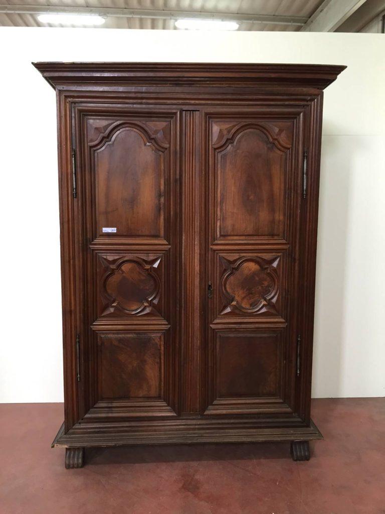 foto-18th century wardrobe, walnut wood, France